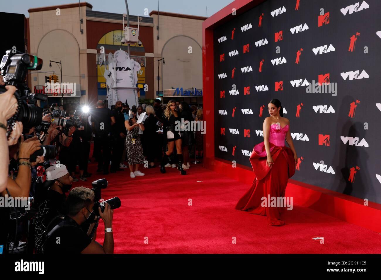 2021 MTV Video Music Awards - Arrivi - Barclays Center, Brooklyn, New York, USA, Settembre 12, 2021 - Camila Cabello. REUTERS/Andrew Kelly Foto Stock