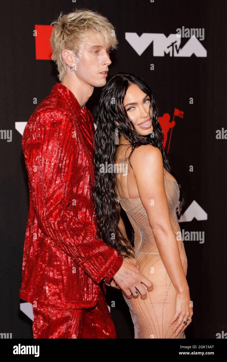 2021 MTV Video Music Awards - Arrivi - Barclays Center, Brooklyn, New York, USA, Settembre 12, 2021 - Machine Gun Kelly e Megan Fox. REUTERS/Andrew Kelly Foto Stock