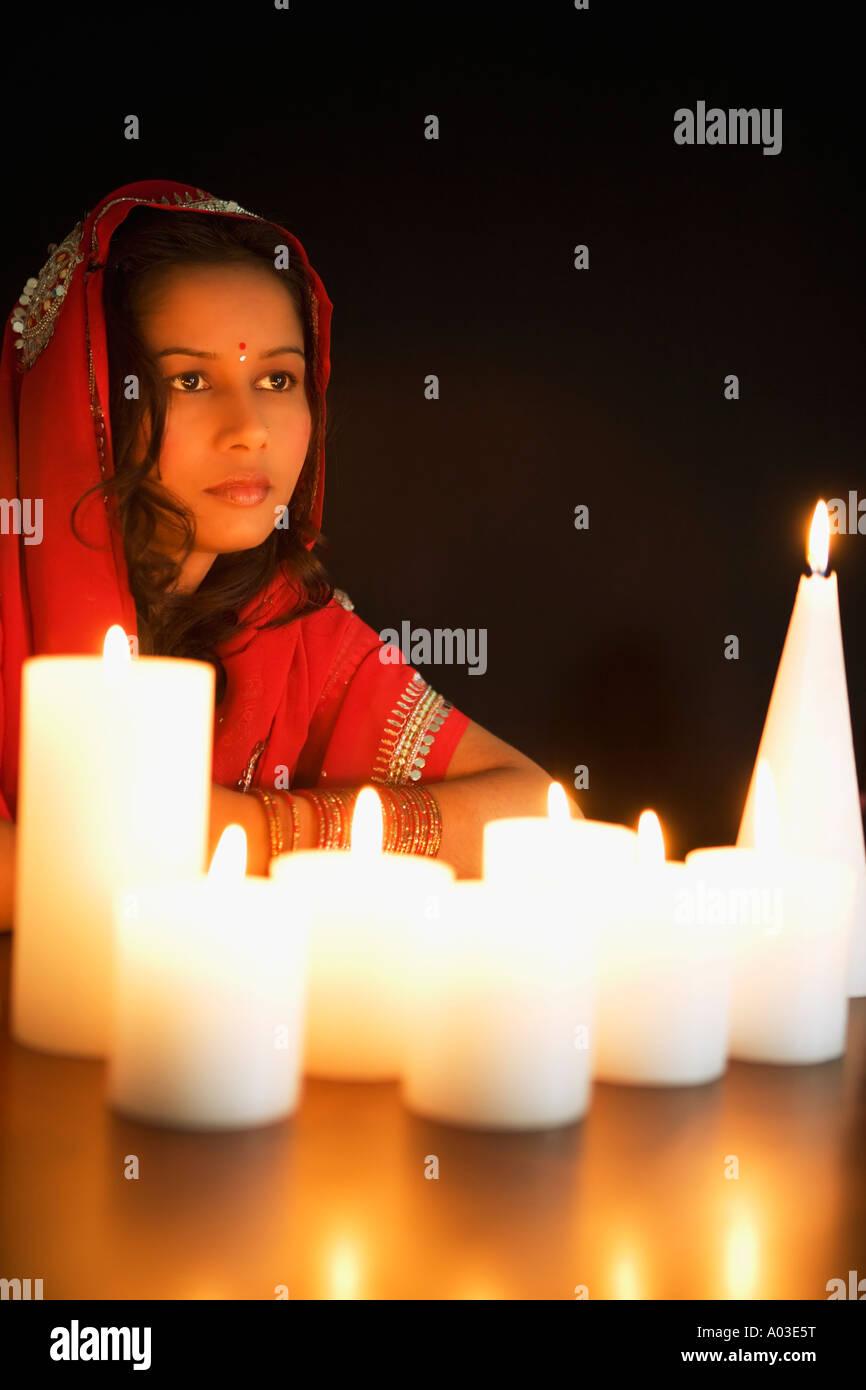 Donna di candela Immagini Stock