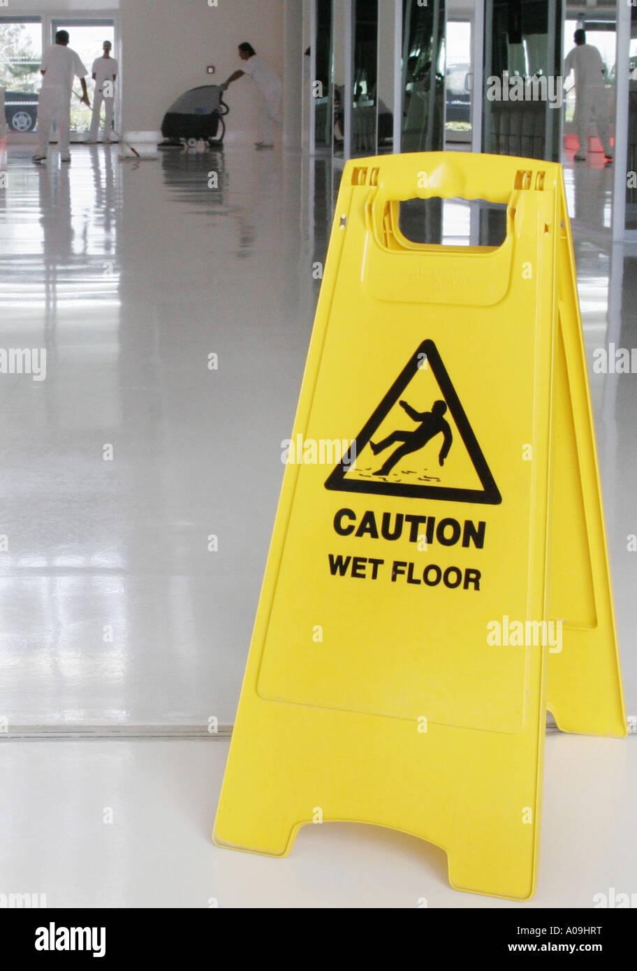 Cartello segnaletico: Attenzione pavimento bagnato, Turchia Foto ...
