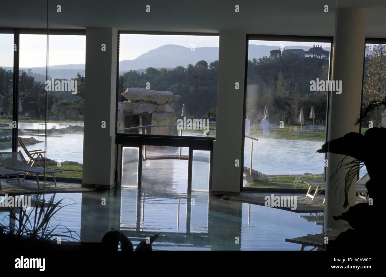 https://c8.alamy.com/compit/a0aw0c/piscina-themal-adler-thermae-bagno-vignoni-toscana-italia-a0aw0c.jpg