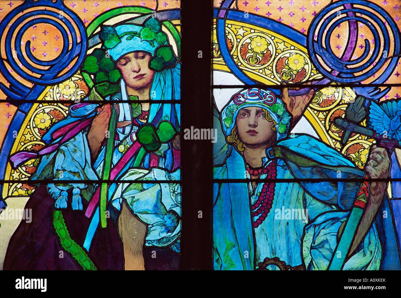 Le vetrate di Mucha la Cattedrale di San Vito Praga Repubblica Ceca Europa Immagini Stock