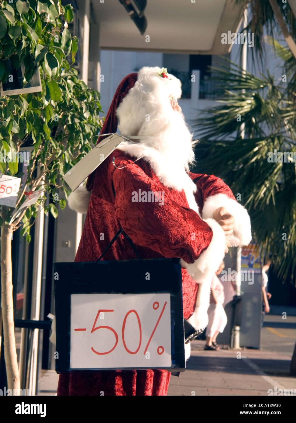 Babbo Natale 50.50 Off Babbo Natale Il Manichino Al Di Fuori Di Un Negozio Spagnolo