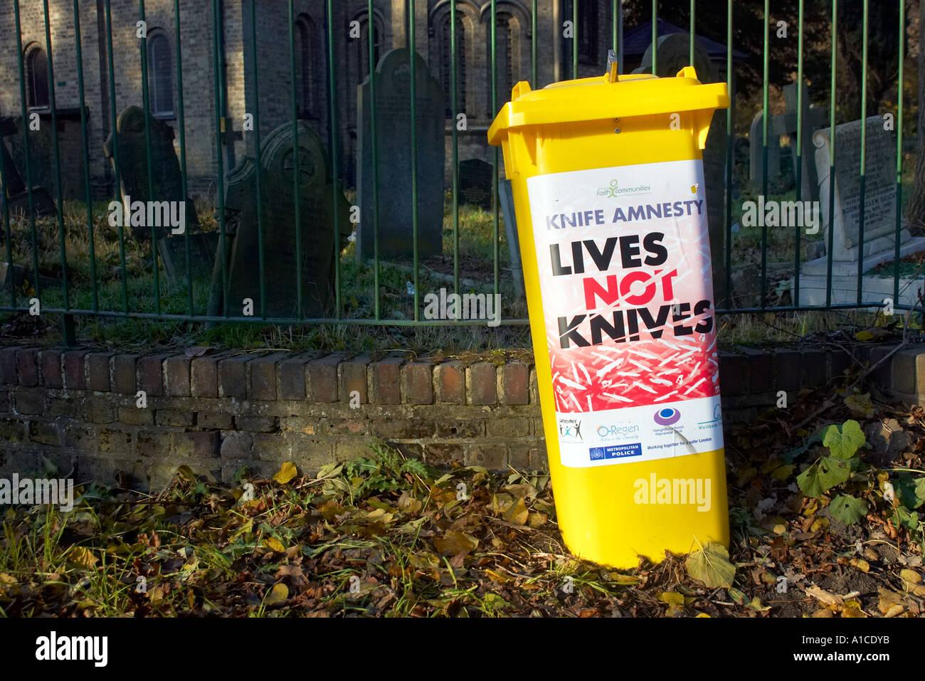 Non vive coltello coltelli amnesty bin Immagini Stock