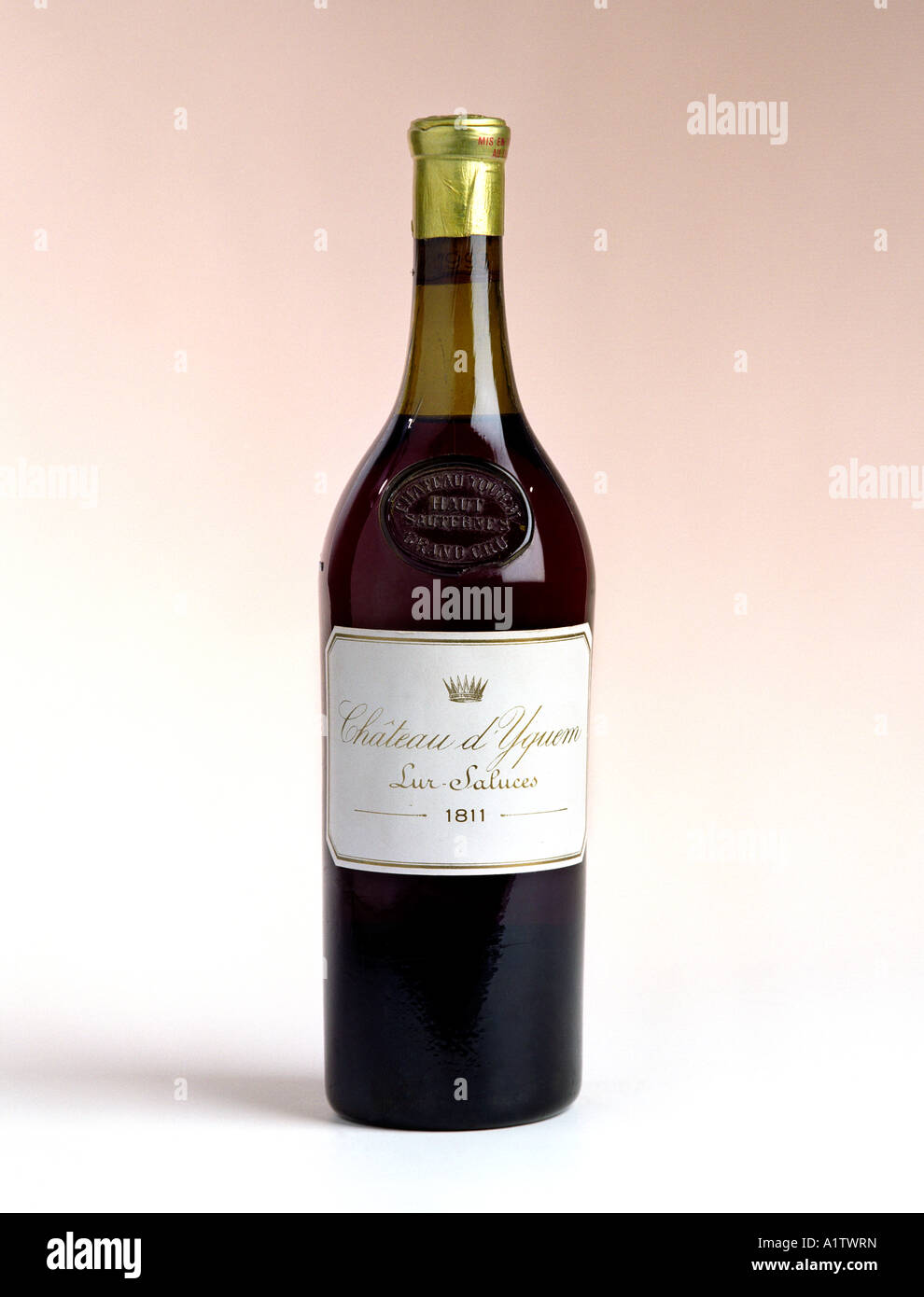 Una rara bottiglia di 1811 Chateau d Yquem dalla regione di Bordeaux in Francia Immagini Stock