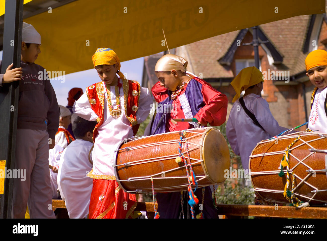 Il batterista in parata Vaisakhi clebration Gravesend Kent 2005 Immagini Stock