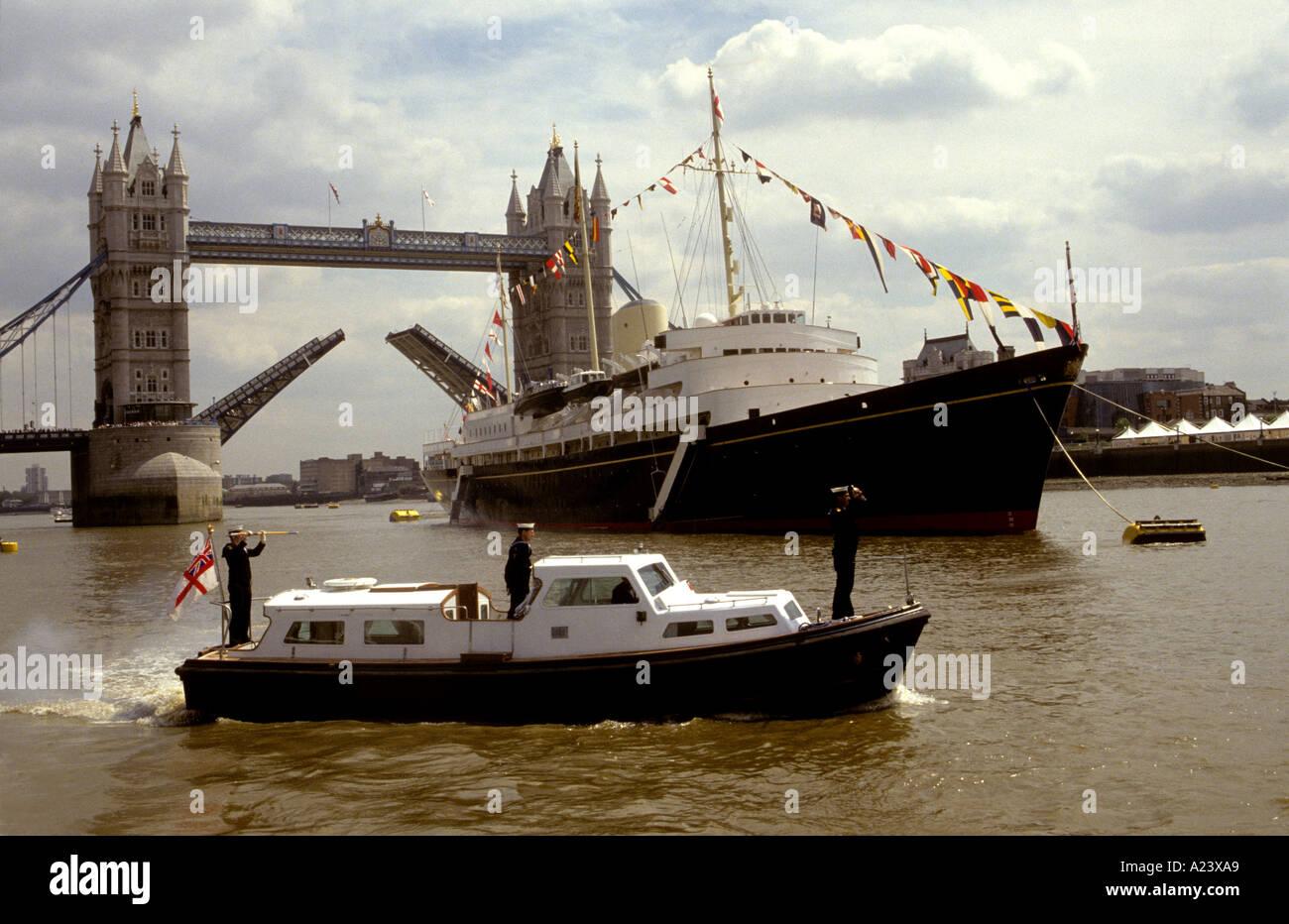 ROYAL YACTH BRITANNIA ALLA TOWER BRIDGE LONDON REGNO UNITO Immagini Stock