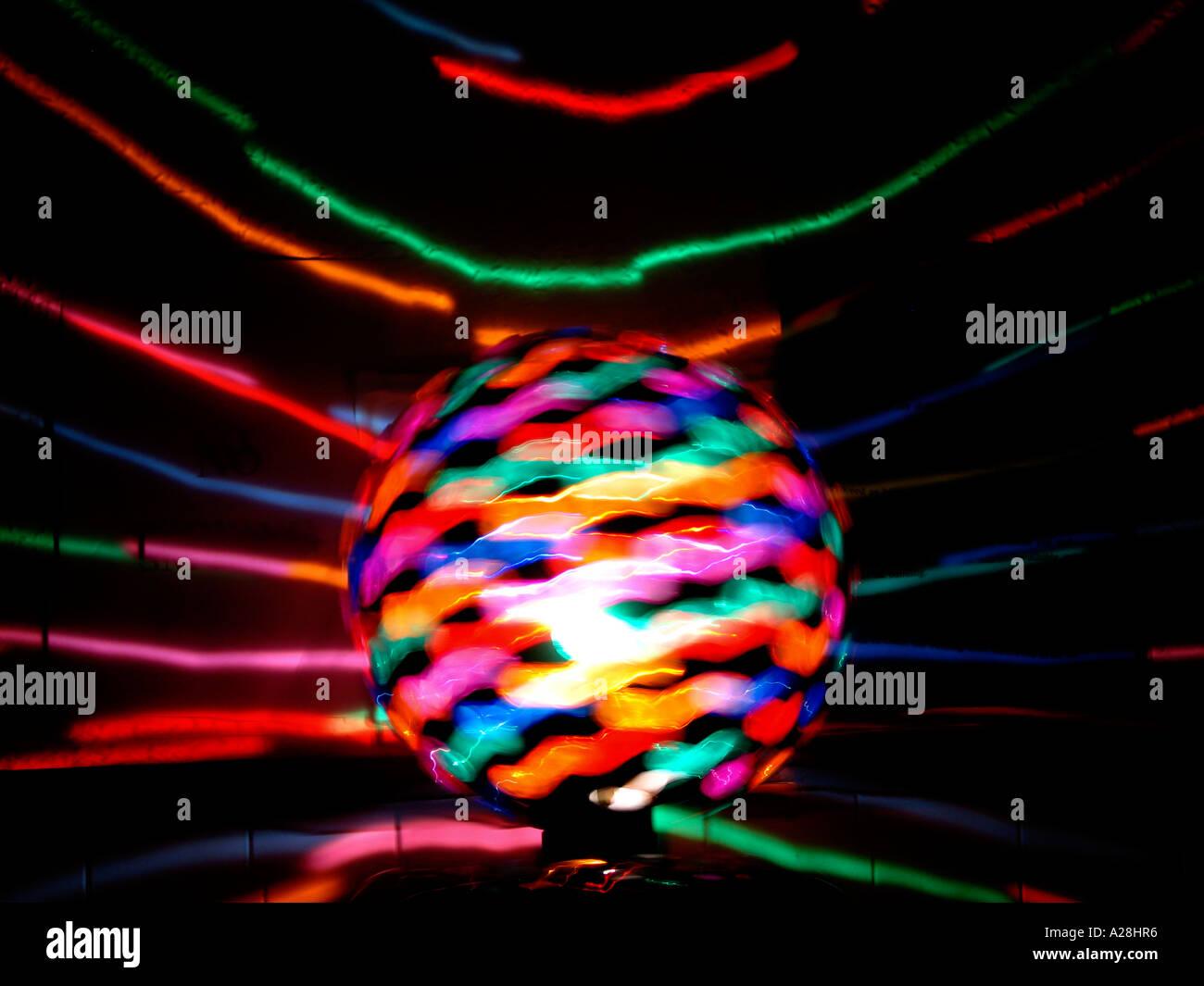 Palla da discoteca luce con otturatore lento effetto di sfocatura Immagini Stock