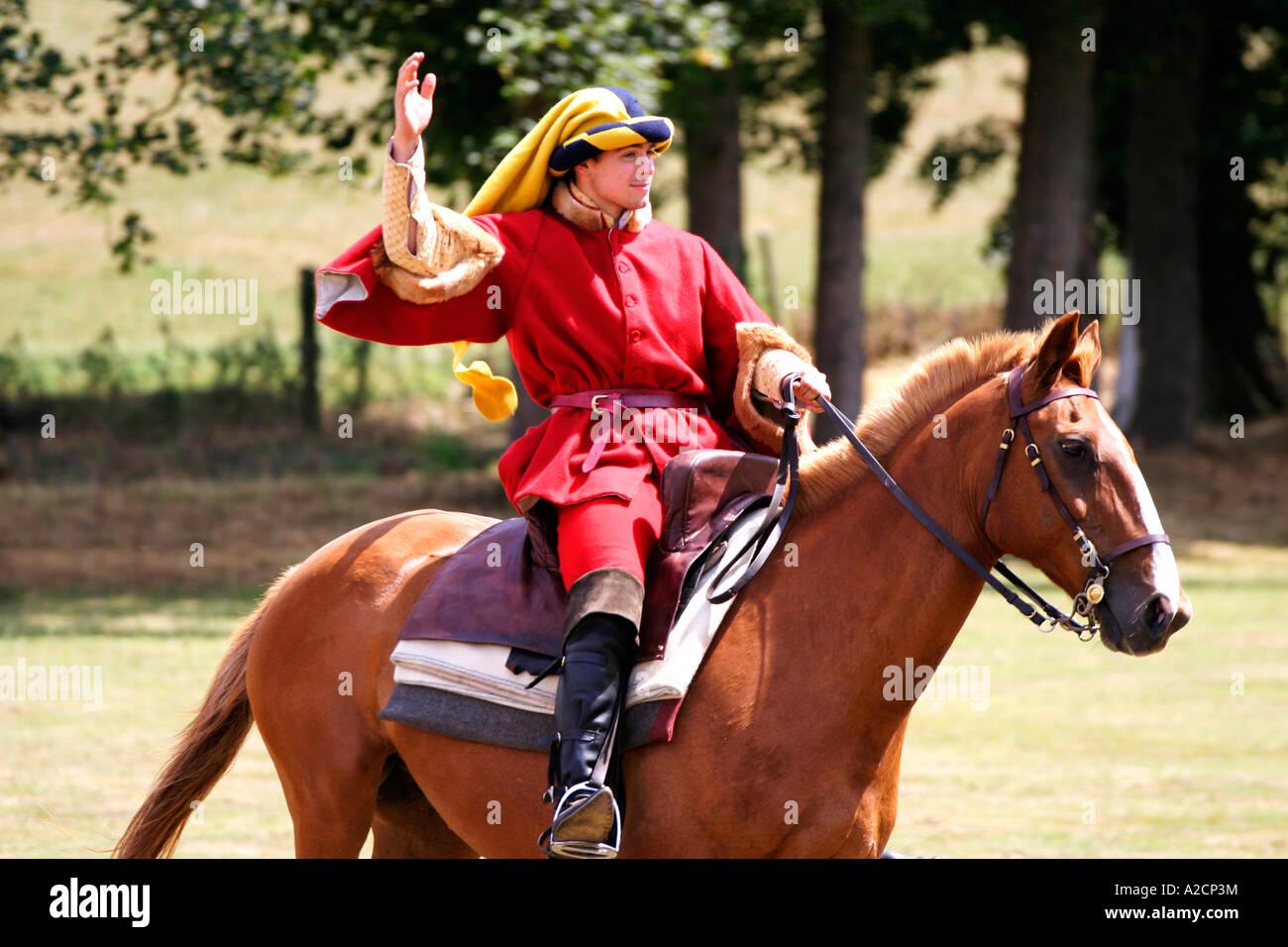 Cavaliere a cavallo, torneo di cavalieri, Kirby Hall, Northamptonshire Immagini Stock