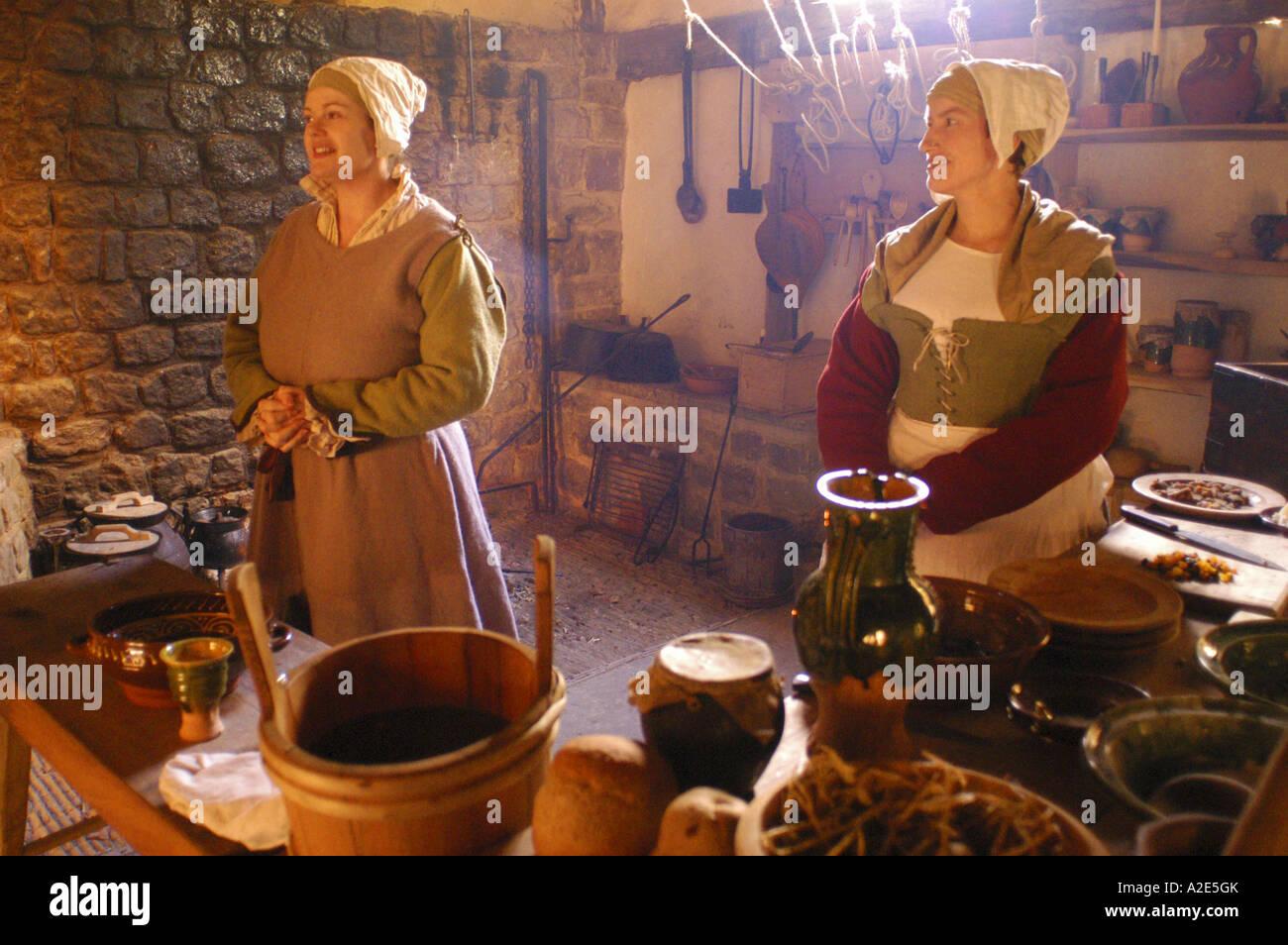 Re promulgare la medievale via della vita al Weald & Downland Museum Singleton West Sussex England foto da Andrew Immagini Stock