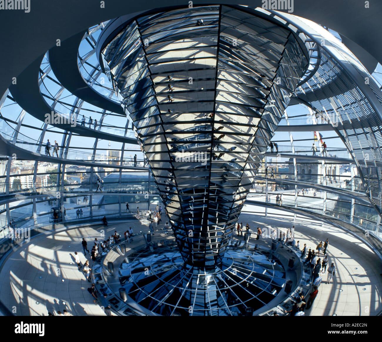 Berlino cupola del Reichstag da Norman Forster interieur Foto Stock