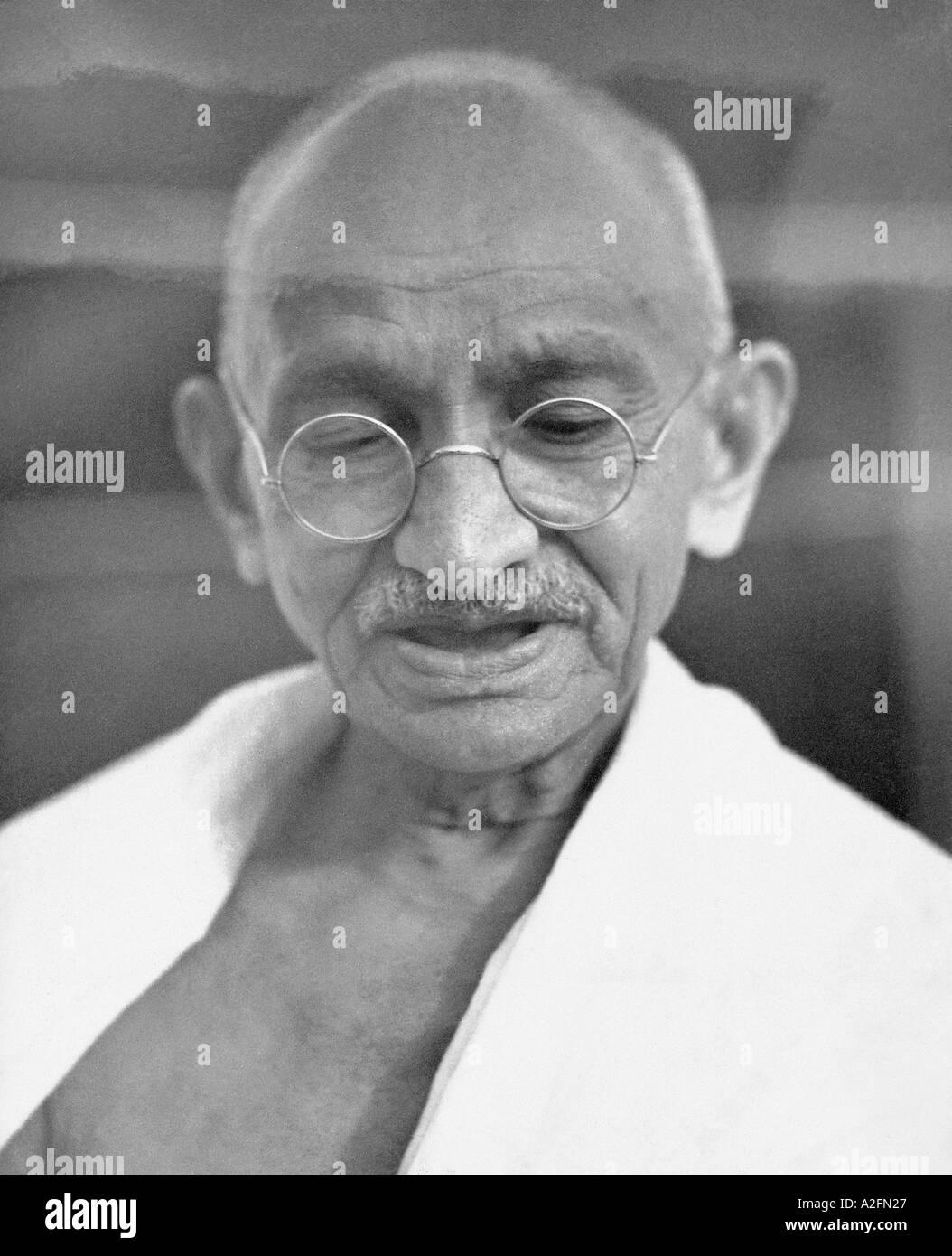 Il Mahatma Gandhi durante un incontro di preghiera a Mumbai Bombay Maharashtra India Settembre 1944 Immagini Stock