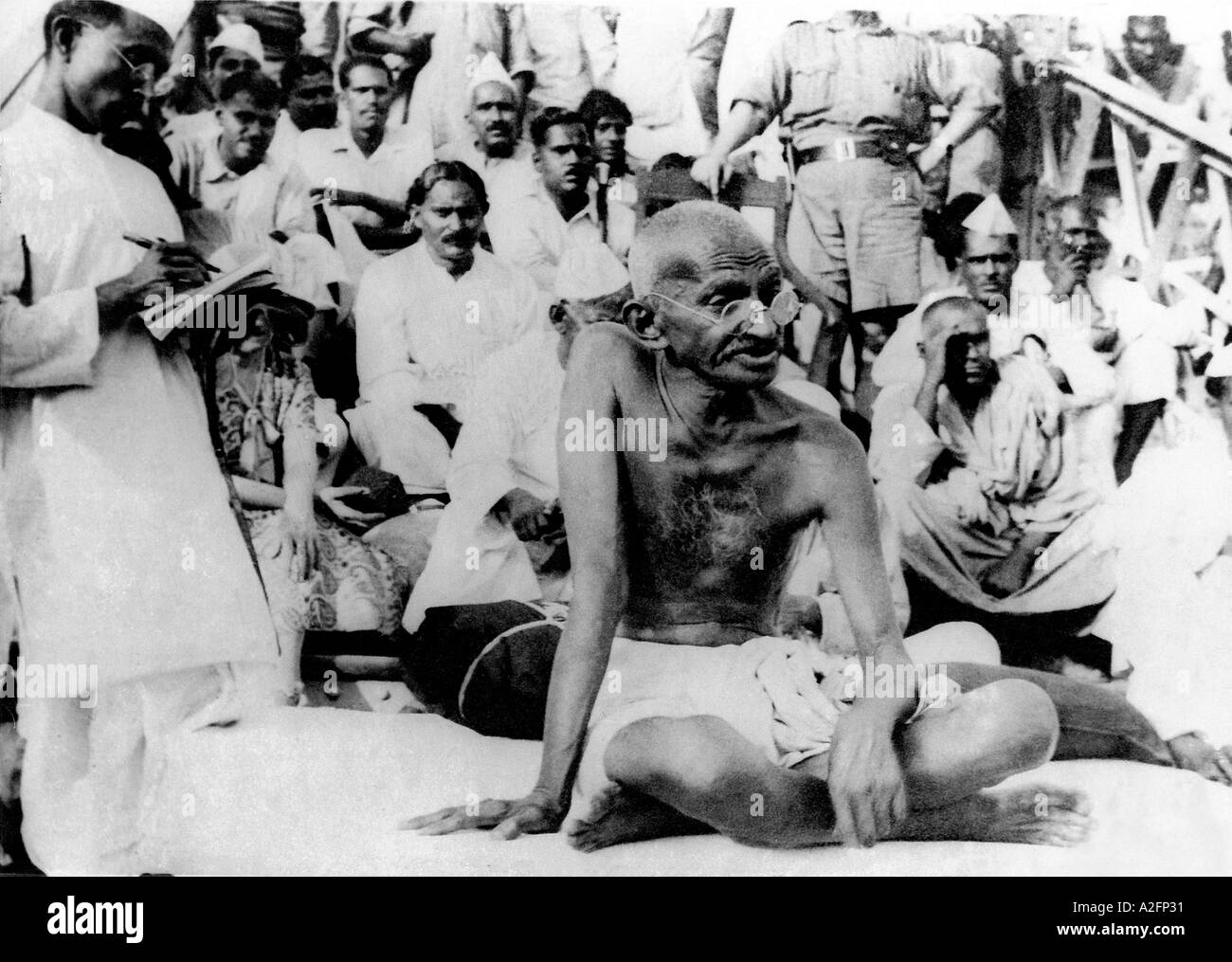 Il Mahatma Gandhi appena dopo il terremoto in Bihar India Marzo 1934 Immagini Stock