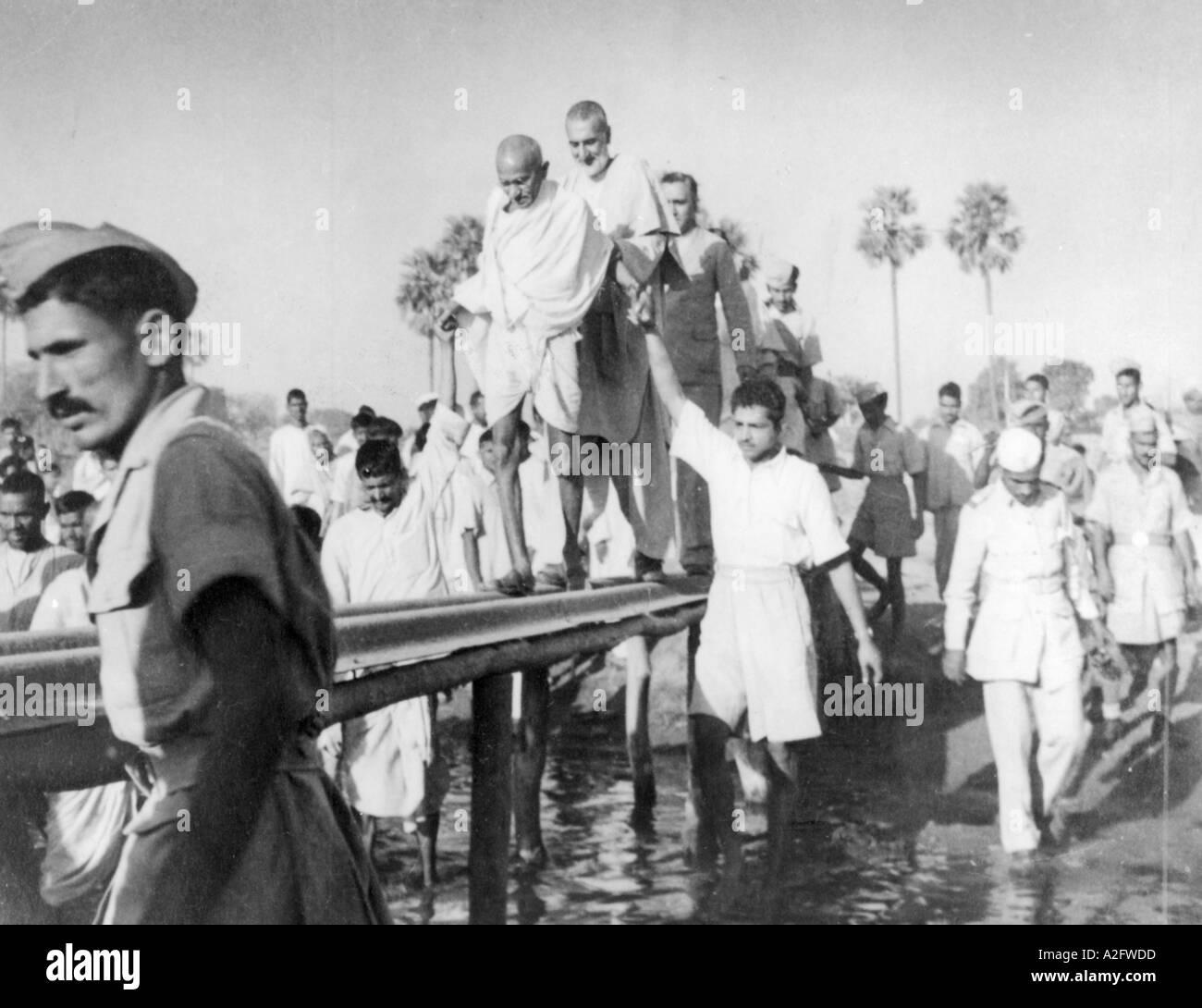 Il Mahatma Gandhi durante il tour di Jahanabad Bihar India 28 marzo 1947 - MKG 33163 Immagini Stock