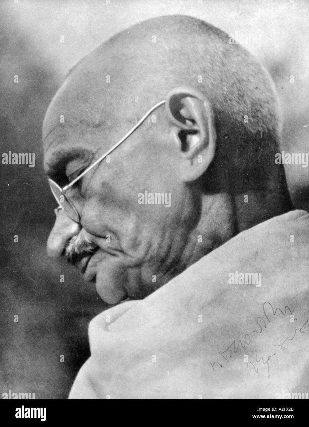 Il Mahatma Gandhi durante un incontro di preghiera a Mumbai Bombay Maharashtra India - Settembre 1944 Immagini Stock