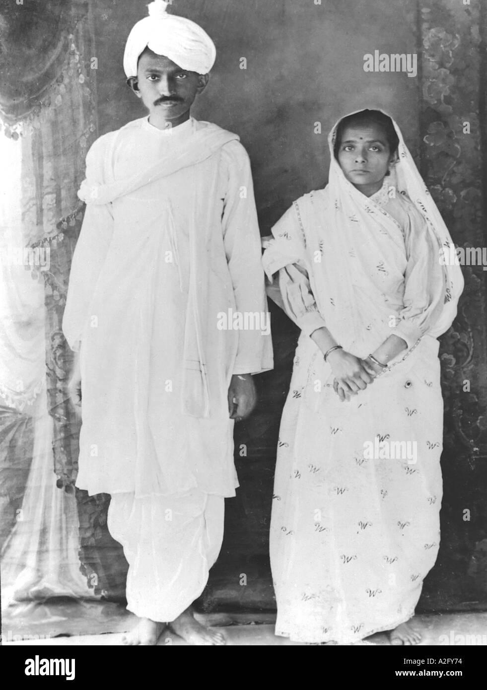 Il Mahatma Gandhi e sua moglie Kasturba al loro ritorno in India - gennaio 1915 Immagini Stock