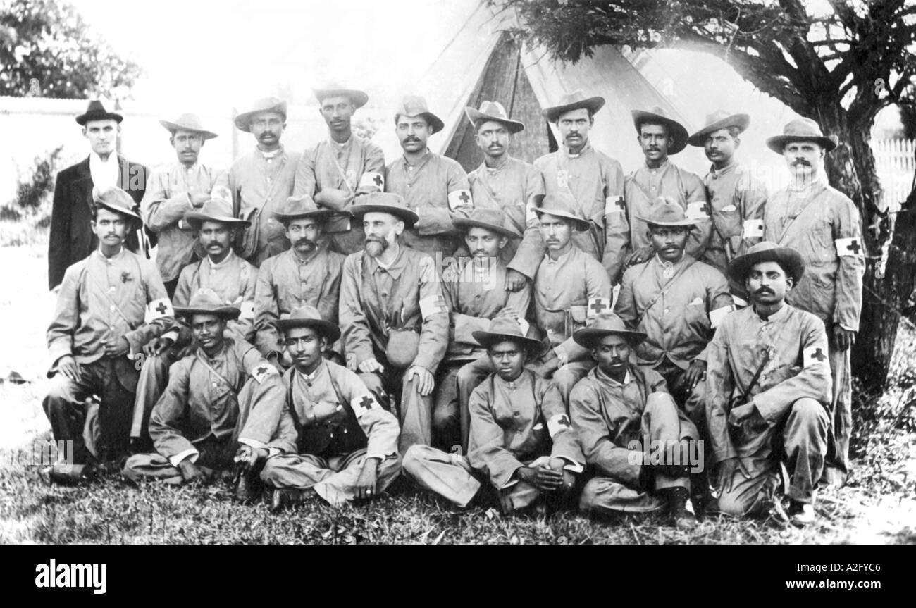 Il Mahatma Gandhi con la Indian Ambulance Corps durante la guerra boera in Sud Africa 1899 al 1900 - mkg 32908 Immagini Stock