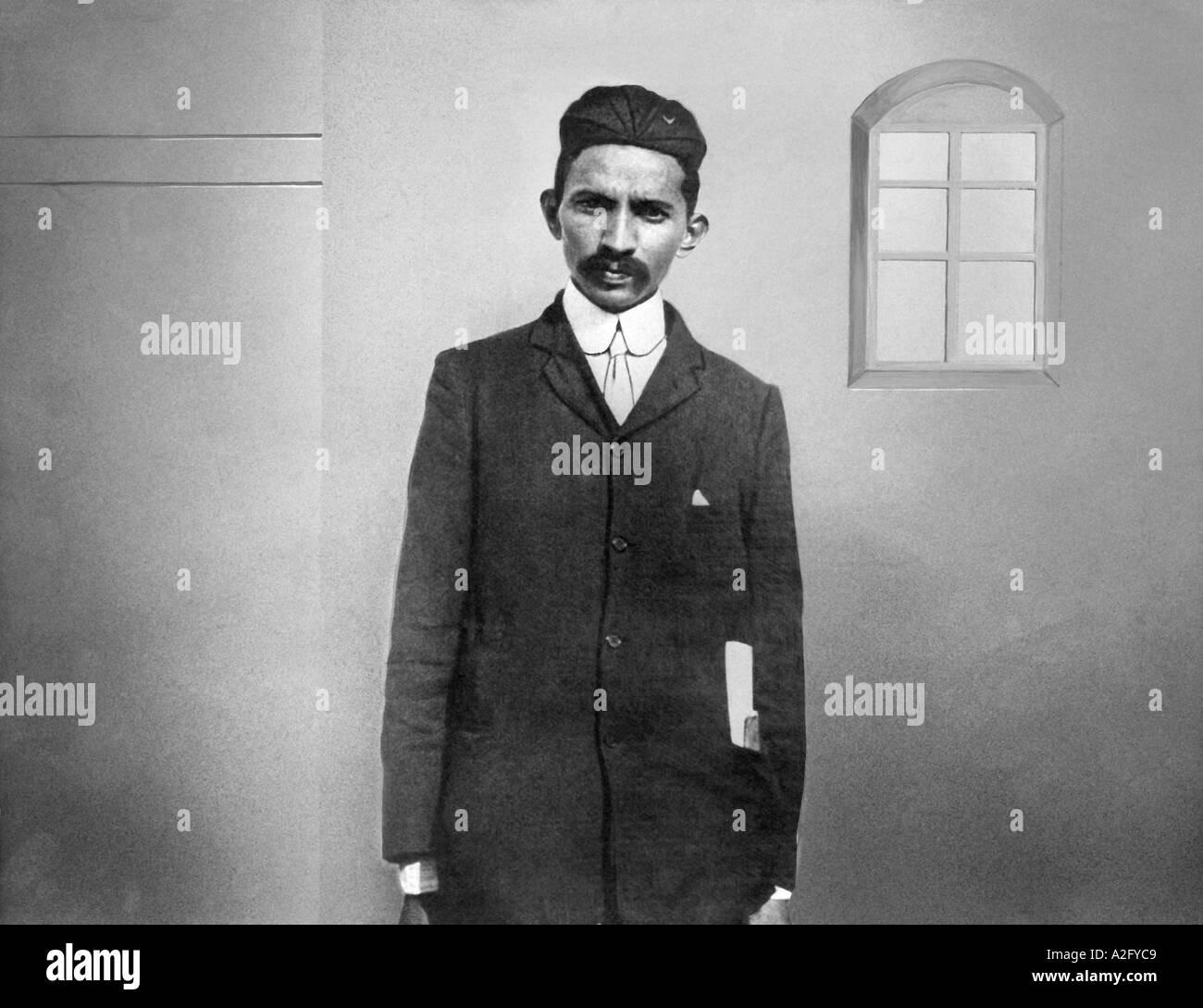 Il Mahatma Gandhi come avvocato in tuta ricoprire il tirante del tappo durante i primi anni di pratica legale a Johannesburg in Sud Africa 1900 Immagini Stock