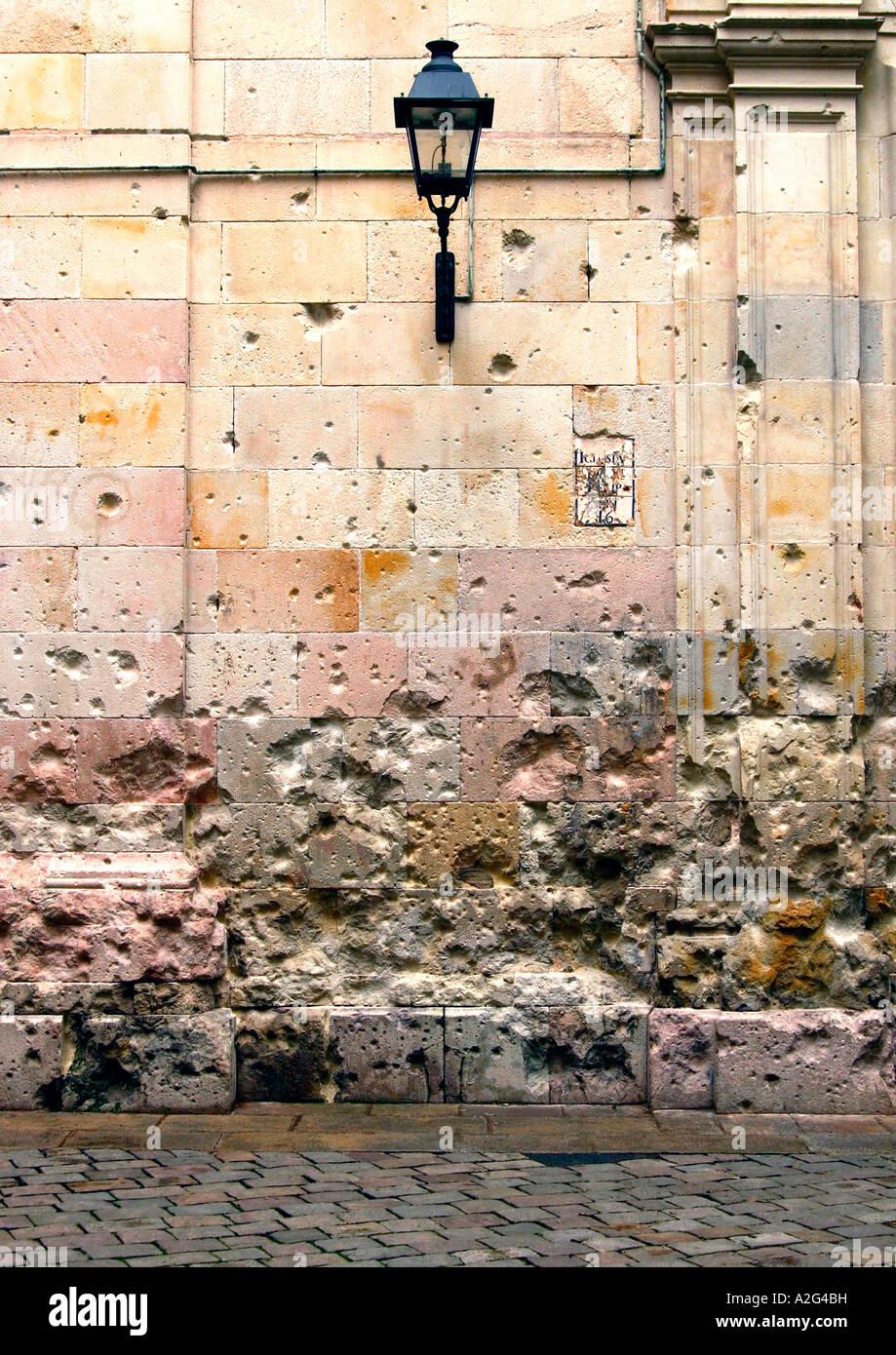 Fori di proiettile in corrispondenza del sito di esecuzioni durante la Guerra Civile Spagnola, Plaça de Sant Immagini Stock