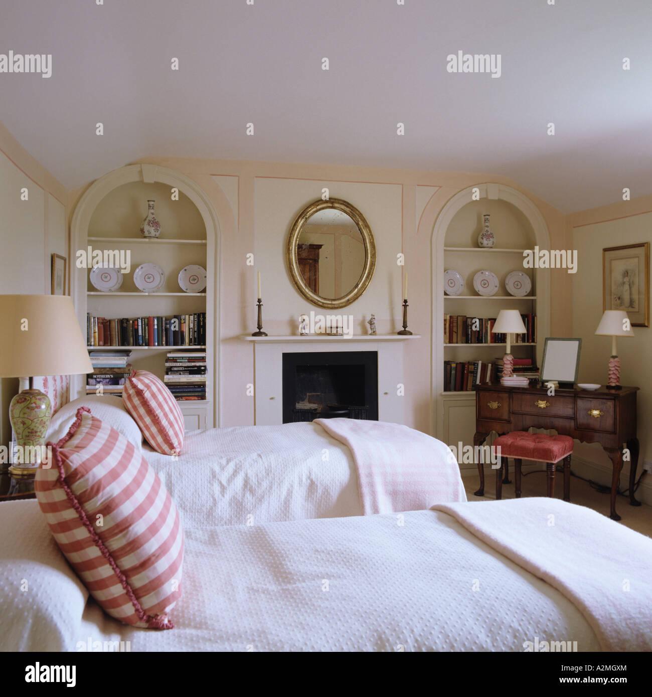 Letto Singolo In Inglese.Letti Singoli Con Cuscini A Scacchi In Inglese Country House Foto