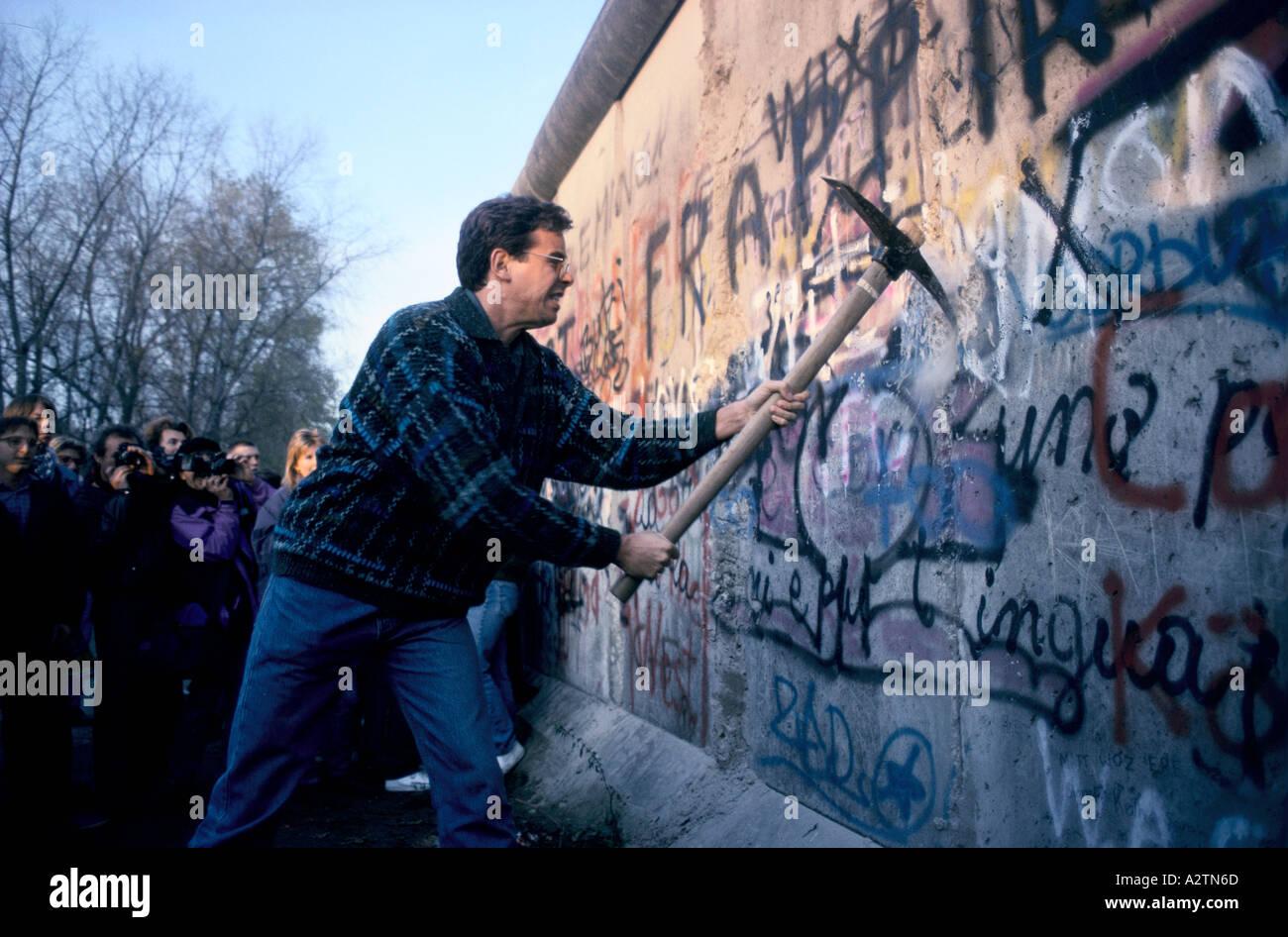 Caduta del muro di Berlino in novembre 1989 Immagini Stock