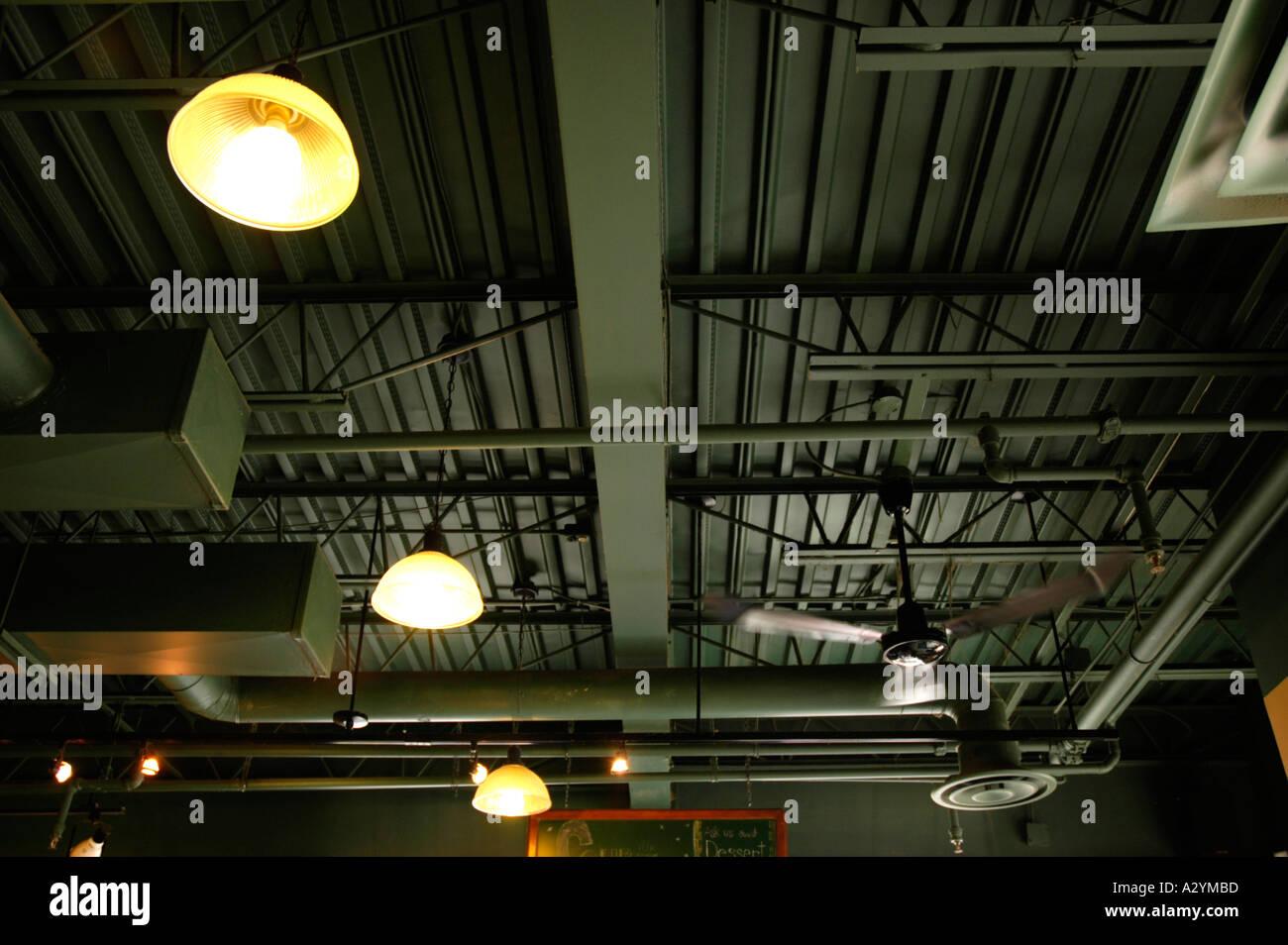 Industrial ceiling immagini & industrial ceiling fotos stock alamy