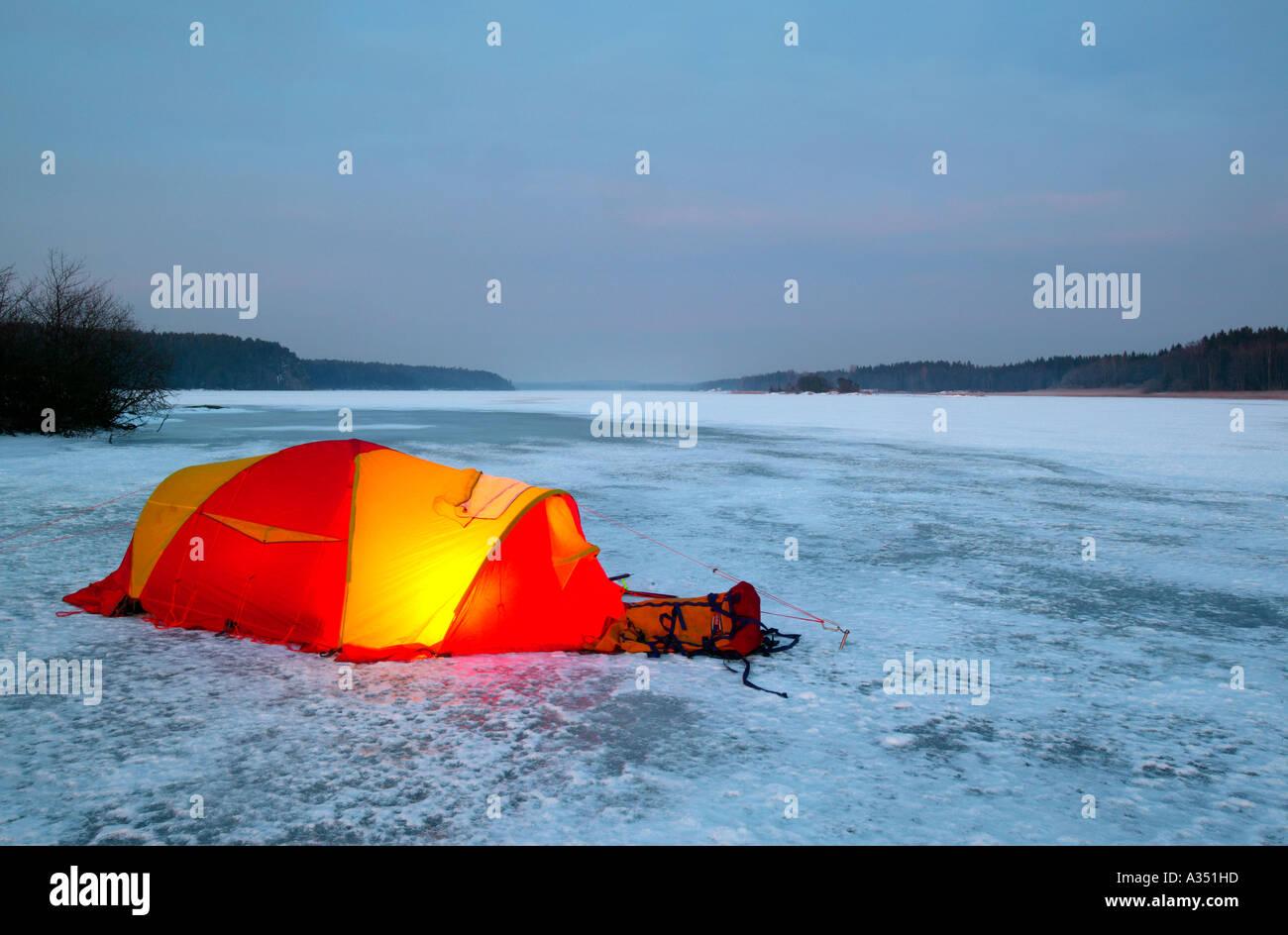 Winter camp a Vanemfjorden nel lago Vansjø, Rygge kommune, Østfold fylke, Norvegia. Immagini Stock