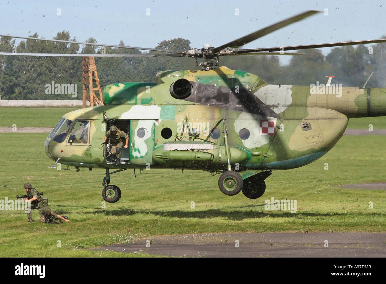 Elicottero 8 : Il polacco esercito elicottero mi in azione foto immagine