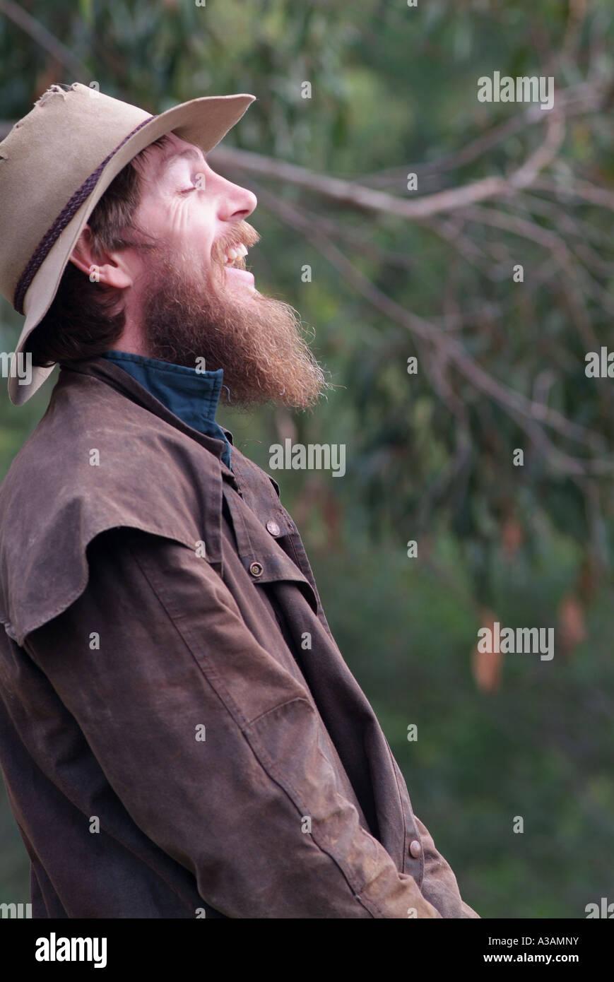 Australian cattleman montagne contadino con Episteme hat e osso Driza rivestire ridere Immagini Stock