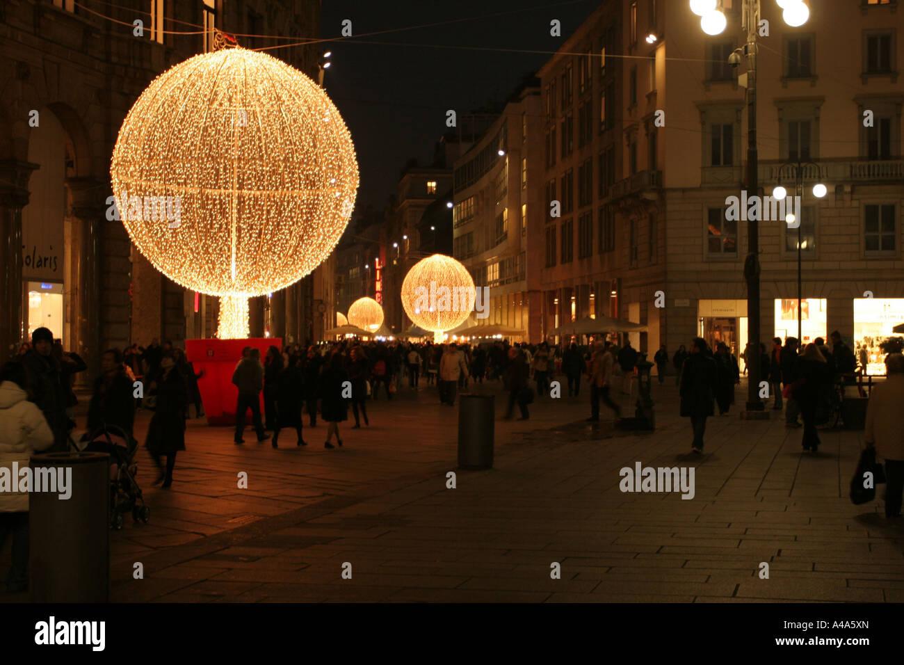 Milano Decorazioni Natalizie.Decorazioni Di Natale Corso Vittorio Emanuele Milano