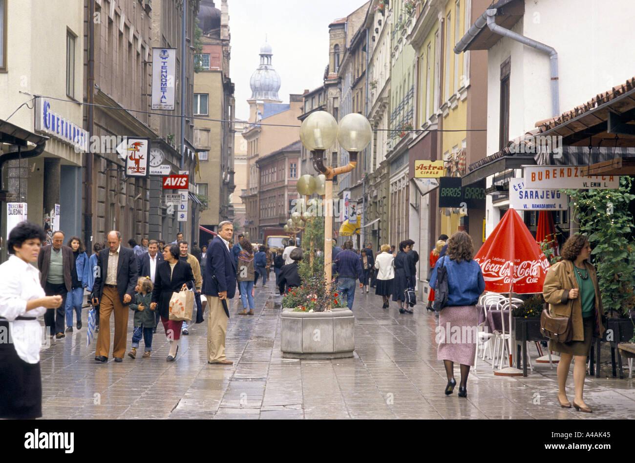 Scena di strada c xix secolo quarto Iugoslavia 1990 Immagini Stock