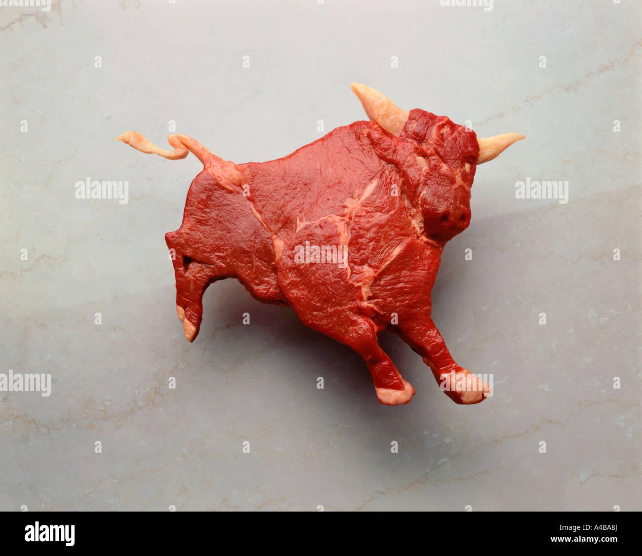La carne cruda è piaciuto a forma di un toro Immagini Stock