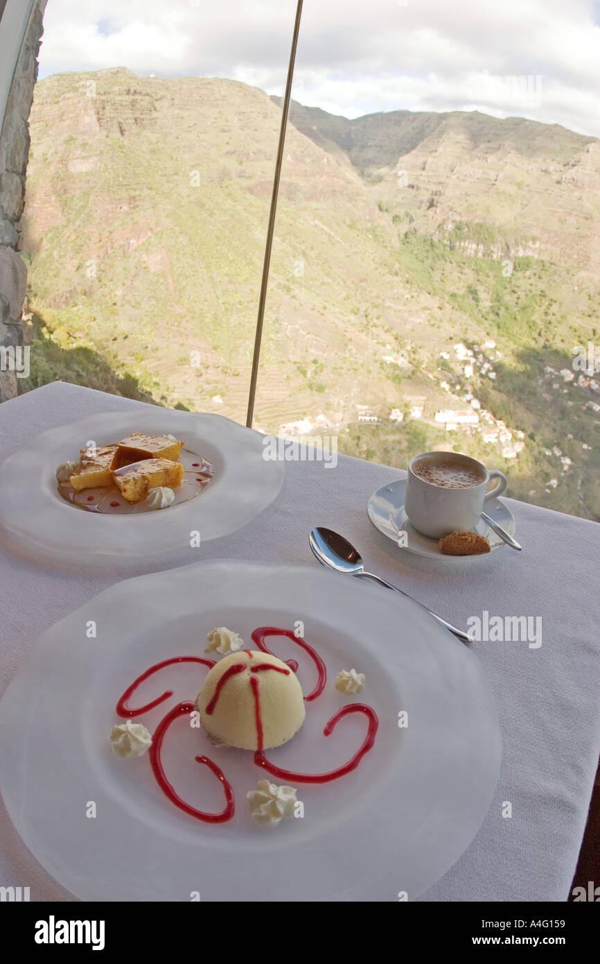 Dessert Tarta Reina e Tocino de Cielo ristorante Mirador Cesar Manrique La Gomera Immagini Stock