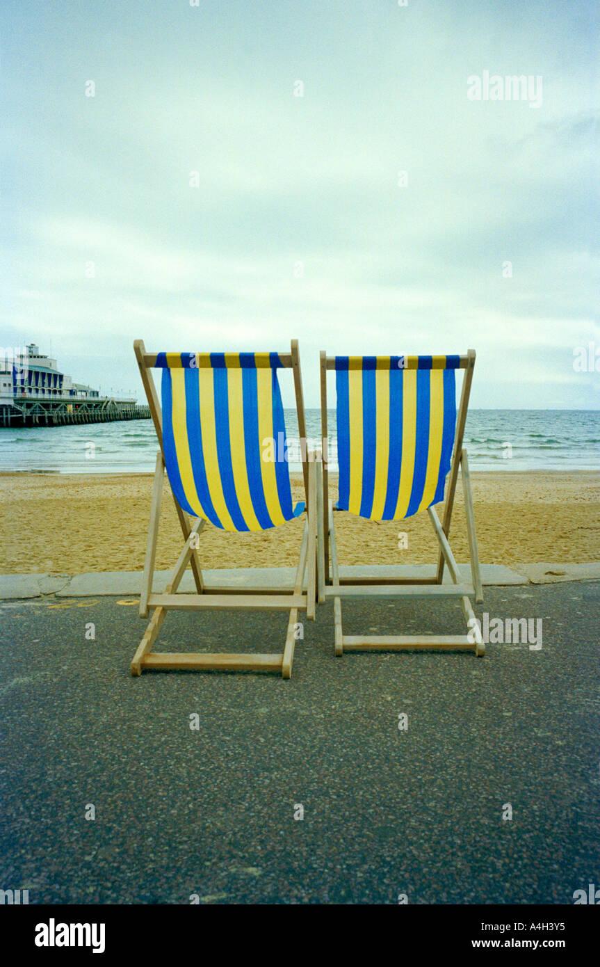 Sedie A Sdraio Da Mare.Una Coppia Di Sedie A Sdraio Da Spiaggia Foto Immagine Stock