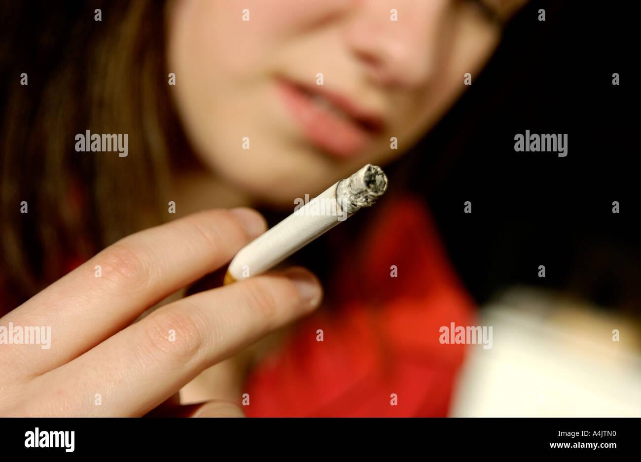 Teenager fumatori tubo