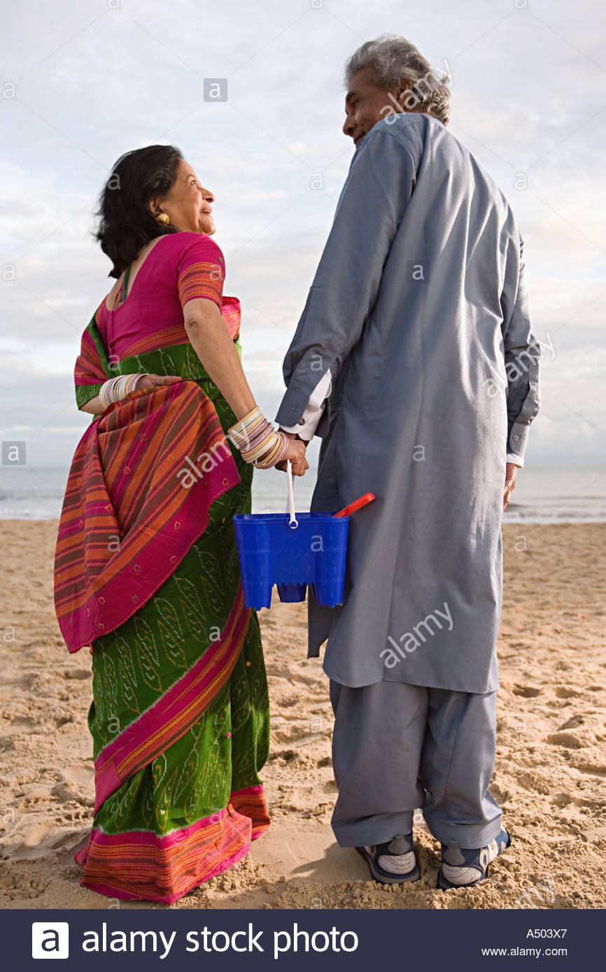 Indian matura in spiaggia Immagini Stock