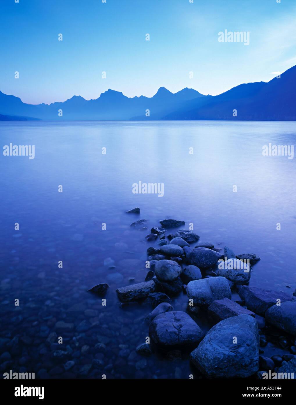 Il lago di McDonald, il Ghiacciaio Nat. Parco, Montana, USA Immagini Stock