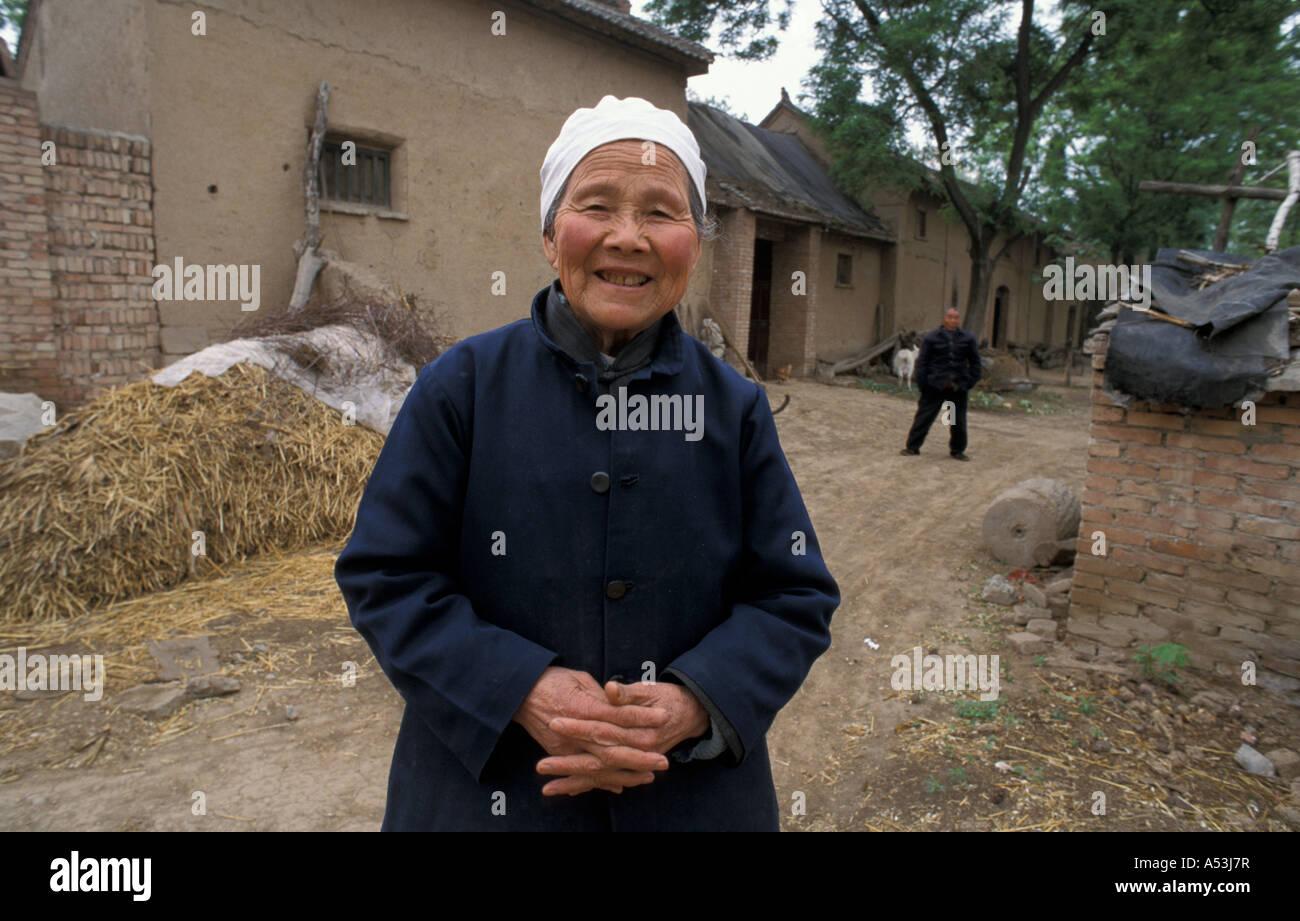 Painet ha1034 7089 cwoman sorridente hina chen gui ying xinghe village shanxi xian paese nazione in via di sviluppo Immagini Stock