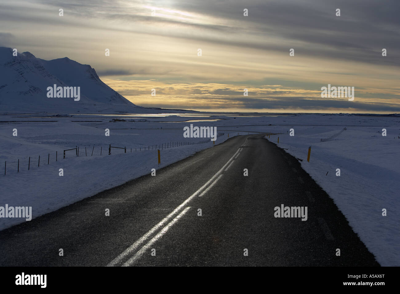 Inverno Road, Route 1, National Highway, Borgarfjordur, Islanda Immagini Stock