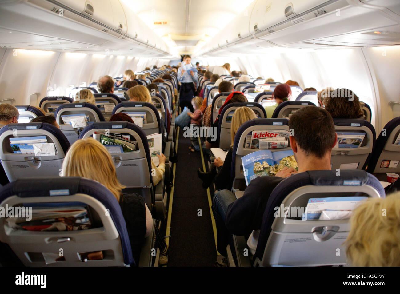 All'interno di un aereo di passeggero in volo Immagini Stock