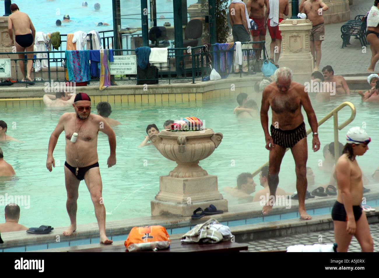 Gli Uomini Anziani Al Bagno Turco Thermal Spa Szechenyi Bagni