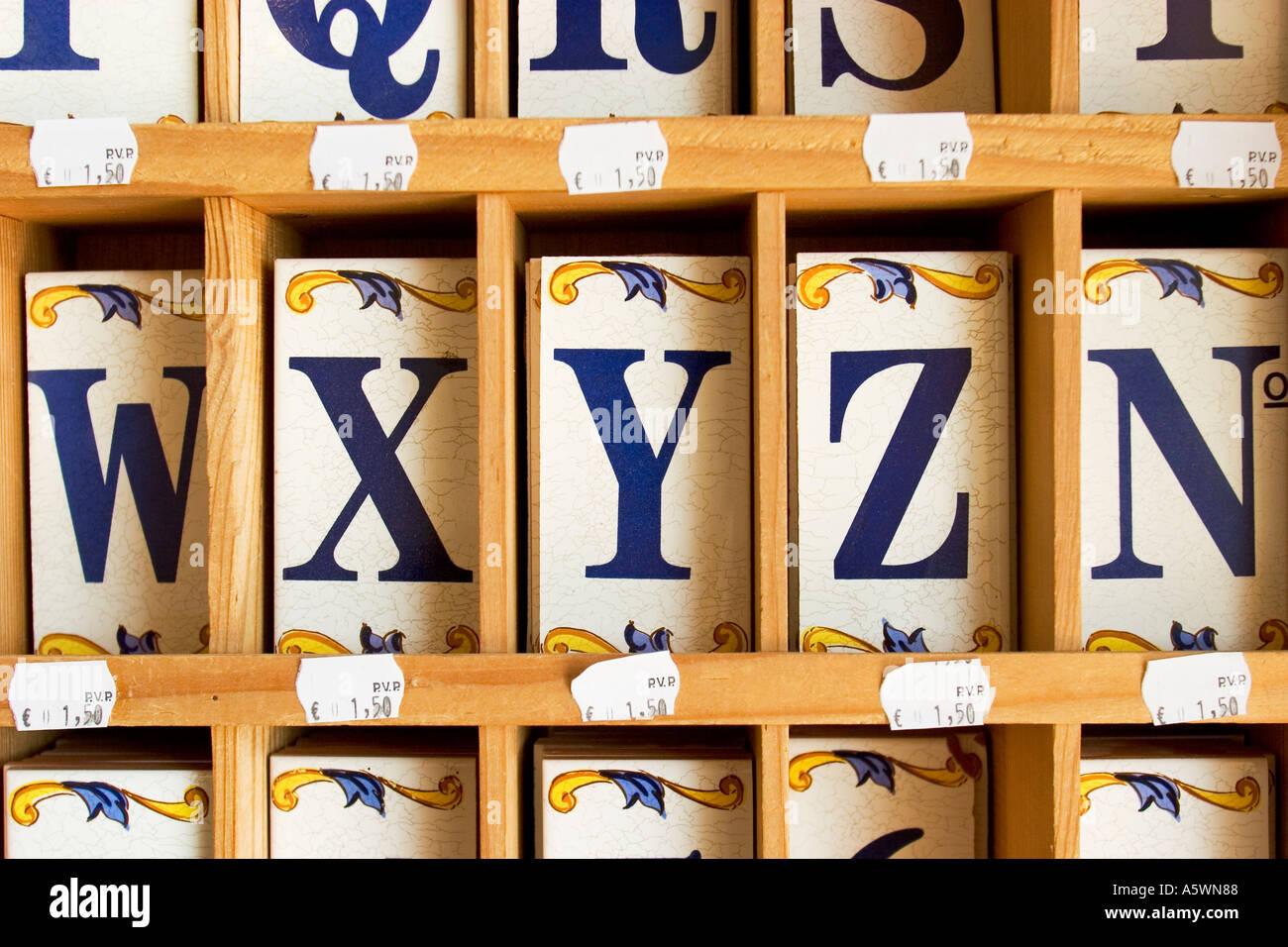 Ceramik piastrelle con lettere xyz foto & immagine stock: 3719559