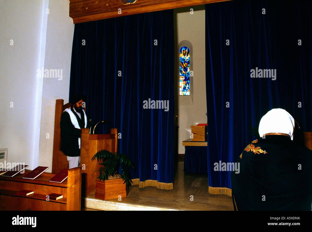 La religione sikh funerale tende la chiusura intorno al feretro Immagini Stock