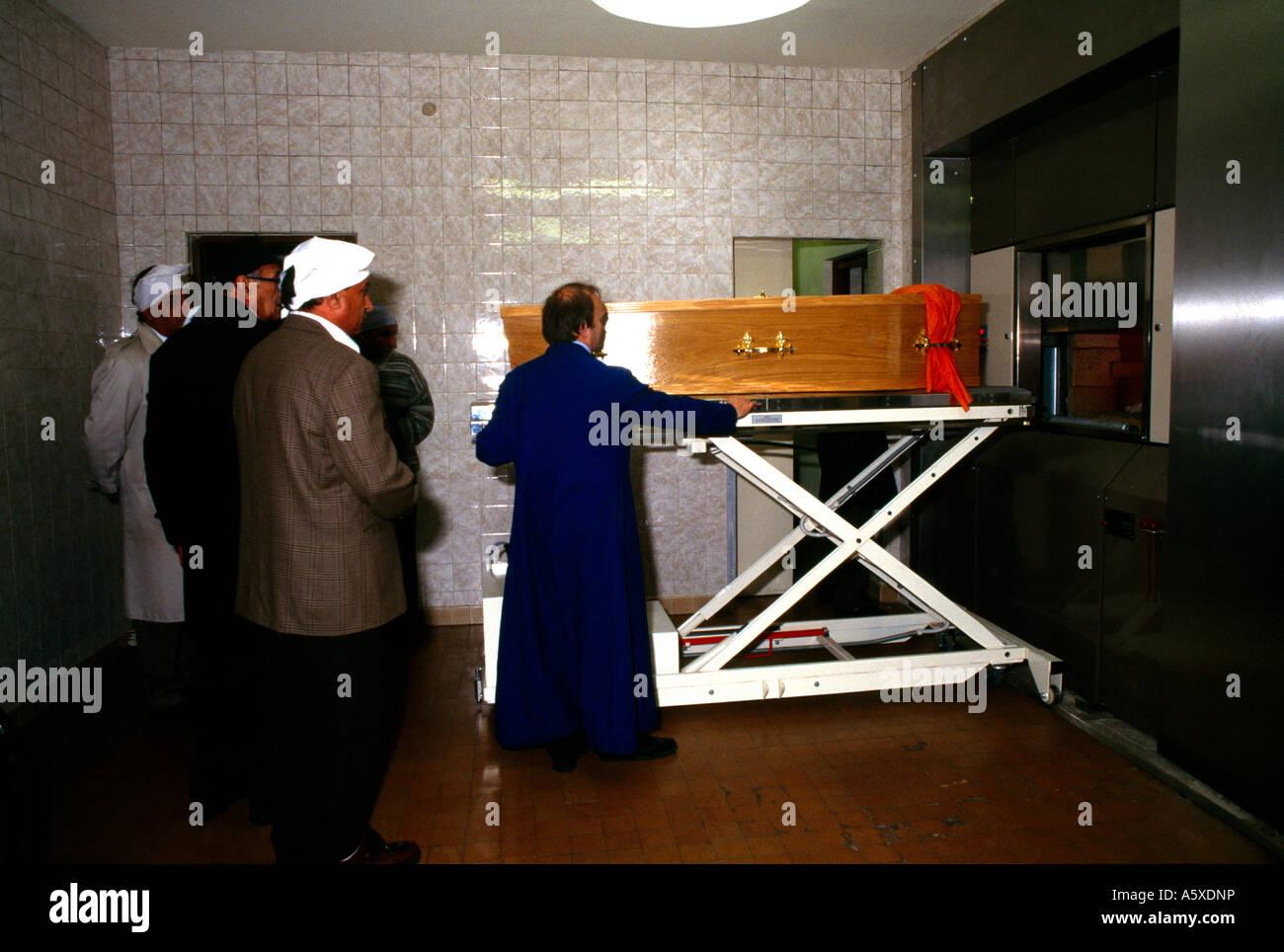 La religione sikh funerale Forno di carica e la messa bara in forno Immagini Stock