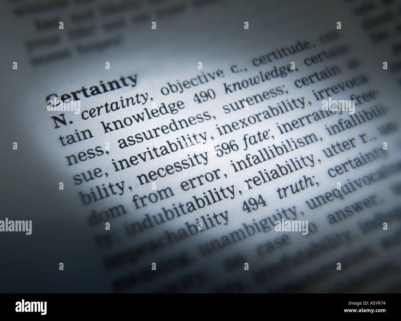 Il thesaurus di pagina che mostra la definizione della parola certezza Immagini Stock