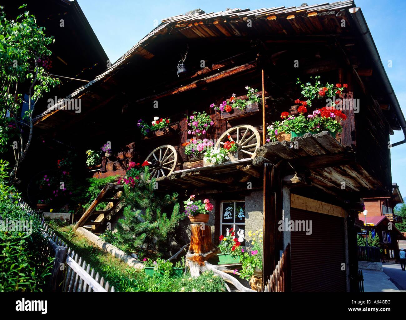 Tradizionale ornato di fiori sparso villaggio della regione murren di Altopiano bernese swiss alpes cantone di Berna Immagini Stock