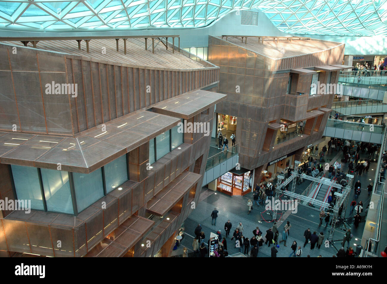 Interno di Zlote Tarasy (Golden terrazze) centro commerciale di ...