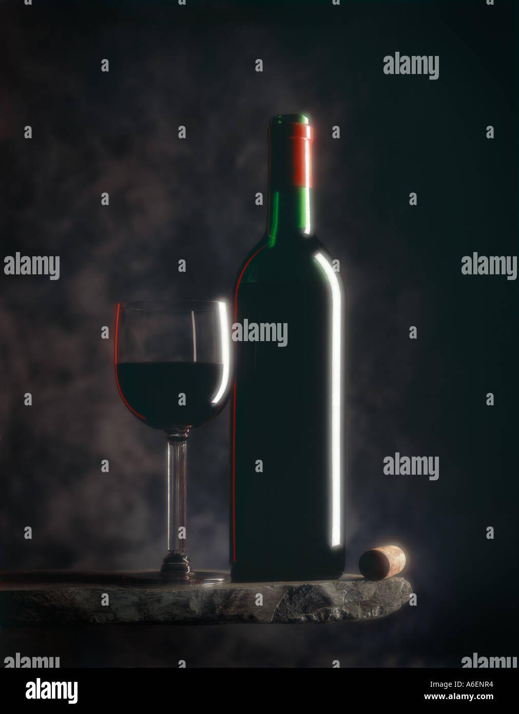 Still Life fotografia di vino rosso Bottiglia e vetro Immagini Stock