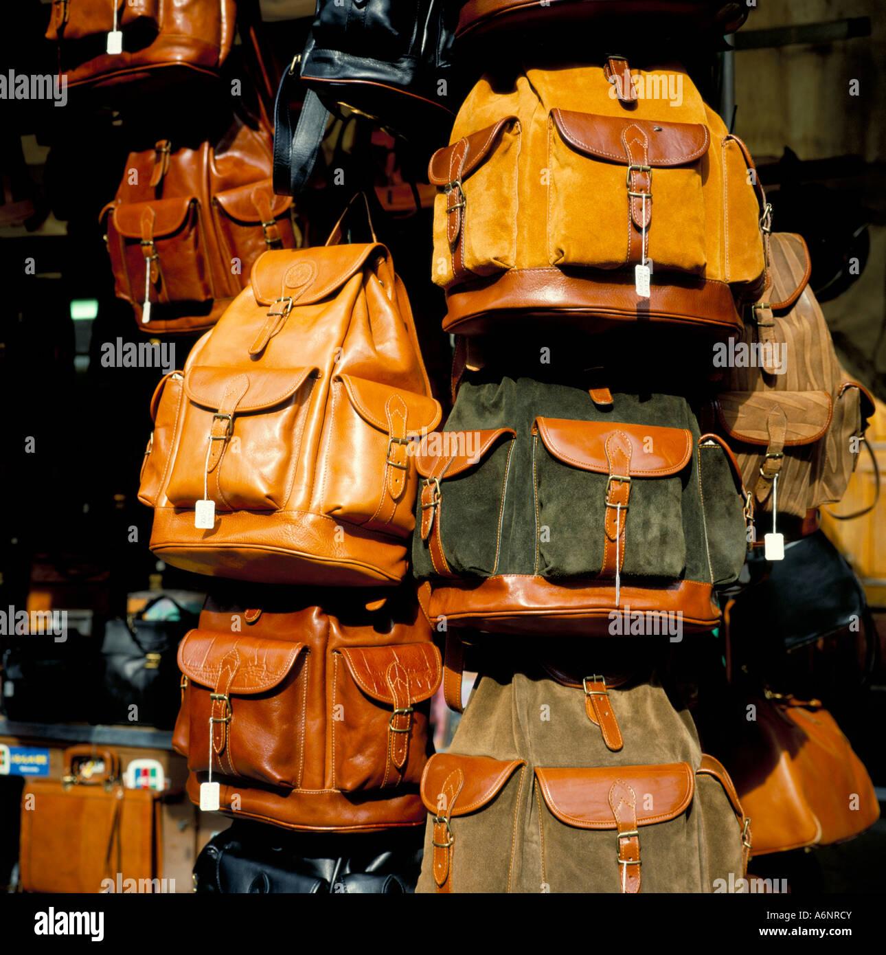 Borse in pelle per la vendita del mercato di San Lorenzo a Firenze Toscana  Italia Europa 74f72d9e3a9