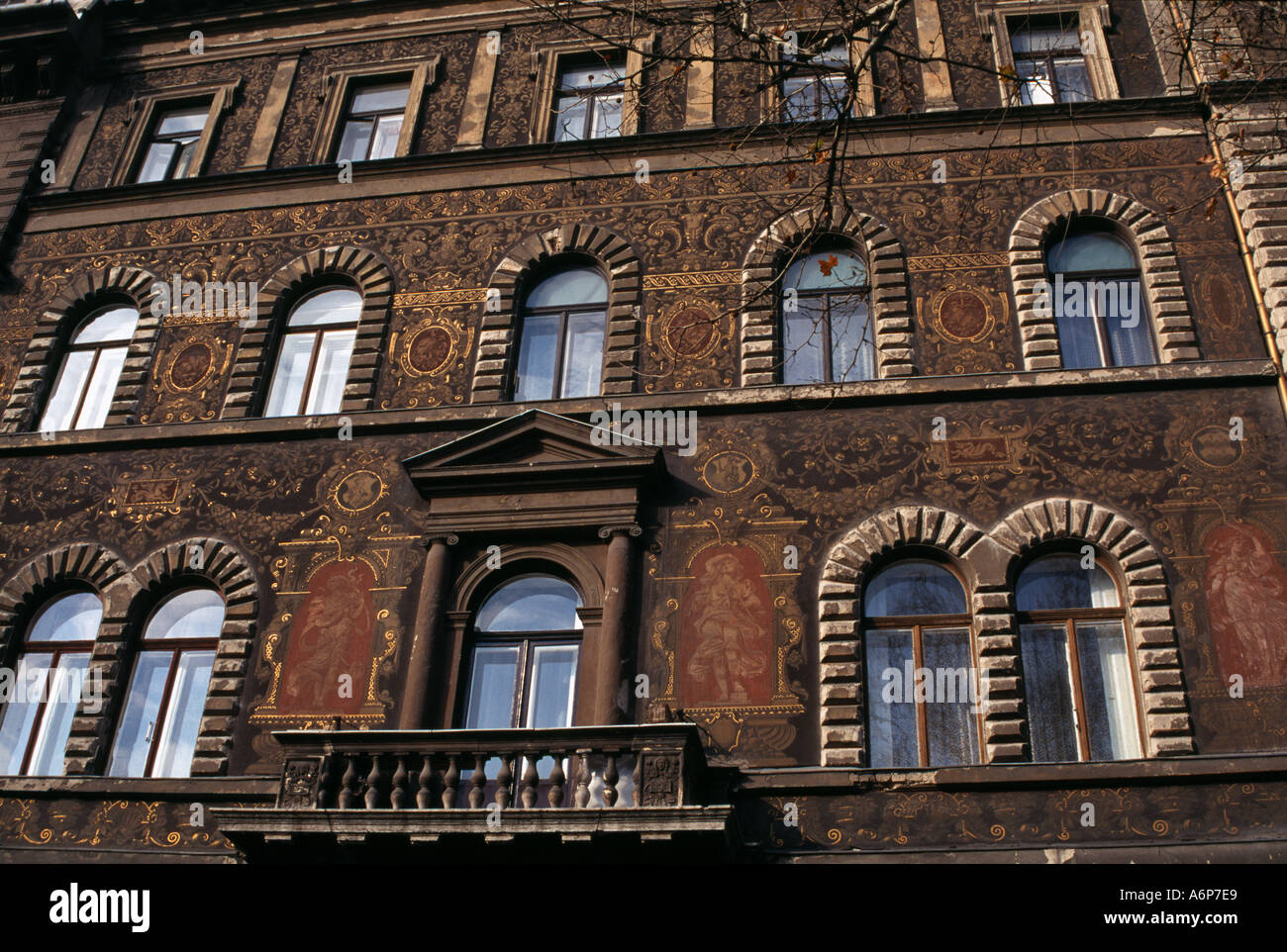 Decorazione in stile neo-classico su un palazzo su Andrassy Ut Budapest Ungheria Immagini Stock